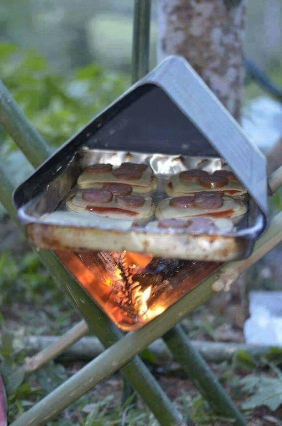 Коробочку уголком между палочками и вуаля- горячие бутерброды готовы. И с дымком.. Фабрика идей, жарить, интересное, коптить, мангал, своими руками, шашлык