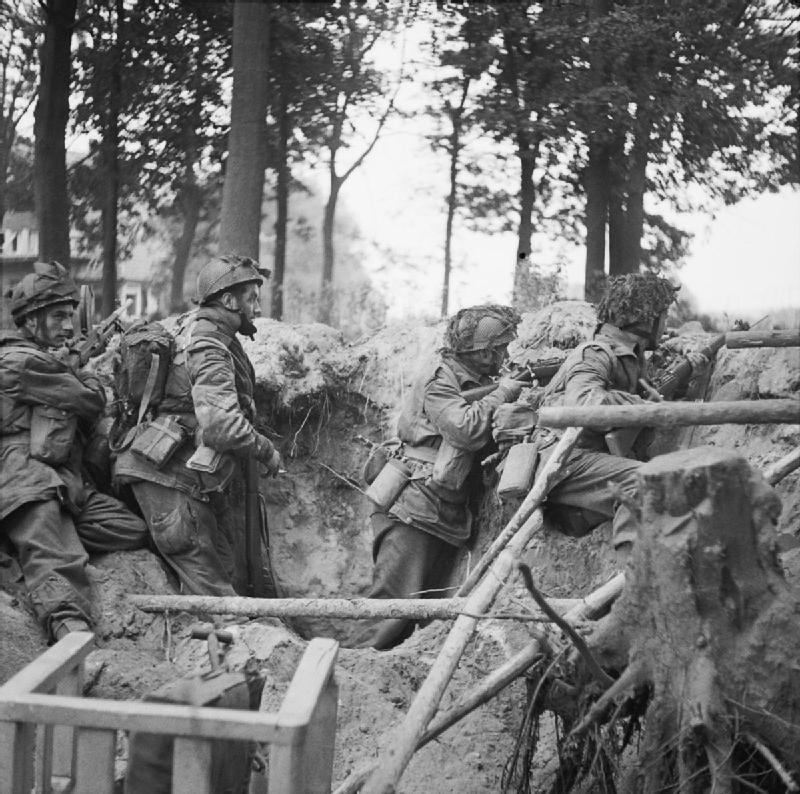 Солдаты 1-го парашютно-десантного батальона 1-й британской воздушно-десантной дивизии. 17 сентября 1944 года. боже, война, запад, крысы, предатели, храни короля!