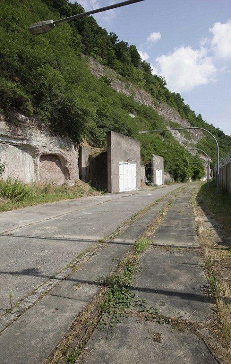 В немецкой Тюрингии появится 21 тыс. кв. м жилой недвижимости под землей это переделанный советский бункер. Площадь каждой квартиры в бункере составит 232 кв. м бомбоубежища, бункеры, военное, выживание, интересное, факты
