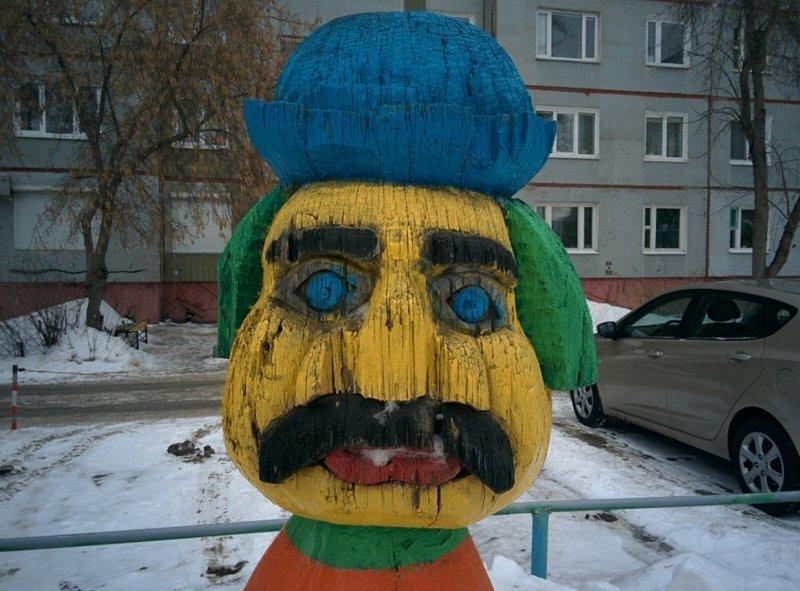Памятник Александру Лукашенко в Бресте? двор, забавно, прикол, украшение, юмор