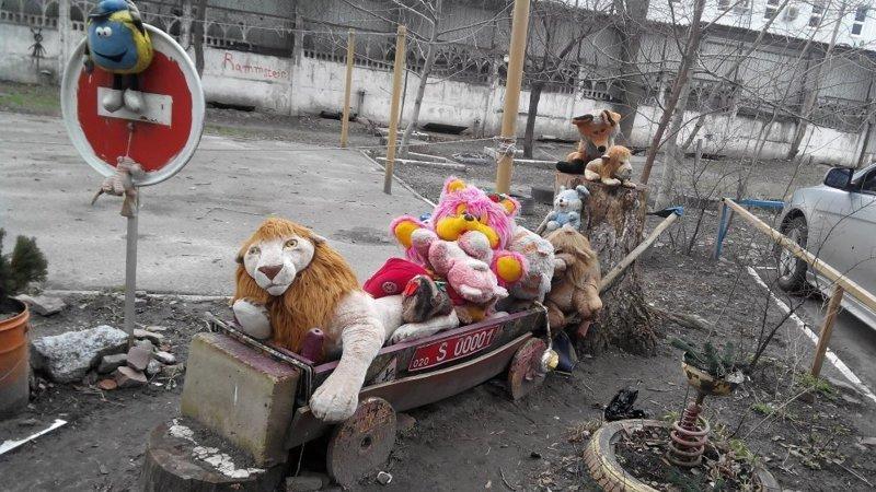 Весело у них там, в Киеве двор, забавно, прикол, украшение, юмор
