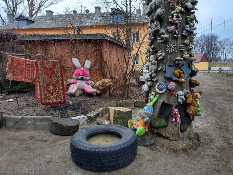 Жертвенный столб в Балтийске двор, забавно, прикол, украшение, юмор