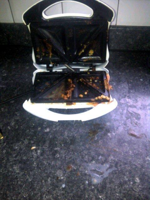 9. Некоторым пьяным людям даже тостер доверить нельзя. Или это не тостер? Что-то в глазах двоится, простите готовка, еда, забавно, пища, подборка, пьяные, юмор