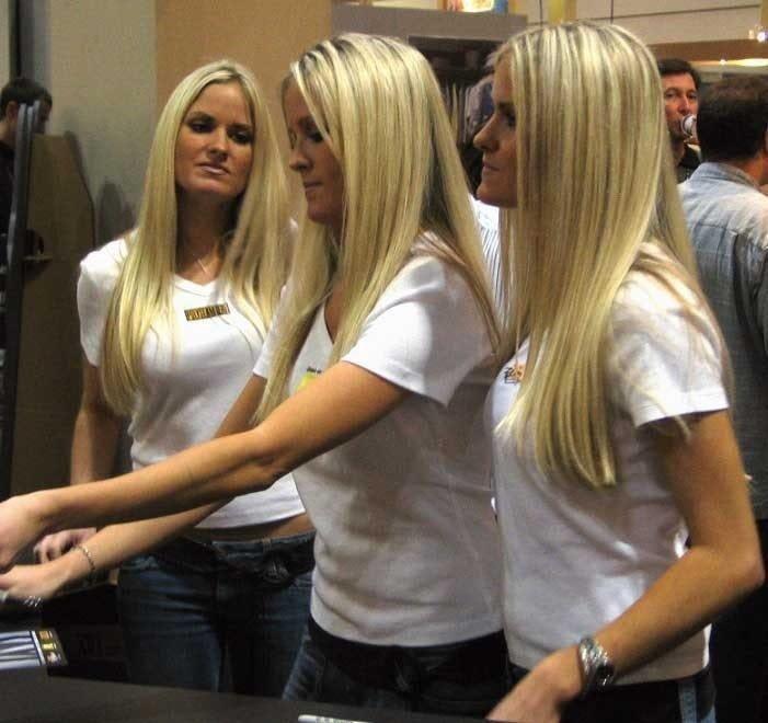Некоторые близнецы не очень любят все делить и носить одинаковую одежду, но только не они близнецы, в мире, днк, интересно, люди, сестры, ученые