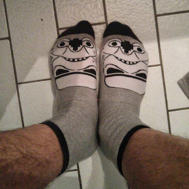 """15. """"Я думал, что эти носки со шлемом Дарта Вейдера очень крутые, пока не надел их и не понял, что на меня смотрит совсем другое лицо"""" Дурацкаямода, Эпик фэйлы, дизайн вещей, одежда, провалы, снимите, что-то пошло не так..., эпик фейл"""