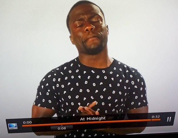 """2. """"Жена спросила меня, почему актер Кевин Харт носит футболку, усыпанную словом Pedo"""" Дурацкаямода, Эпик фэйлы, дизайн вещей, одежда, провалы, снимите, что-то пошло не так..., эпик фейл"""