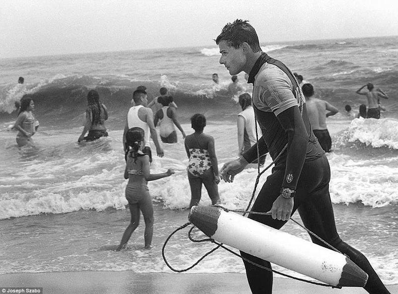 Кто-то отдыхает, а кто-то работает команда, пляж, пляжные снимки, пляжные фото, пляжный патруль, спасатели, спасатель, фотопроект