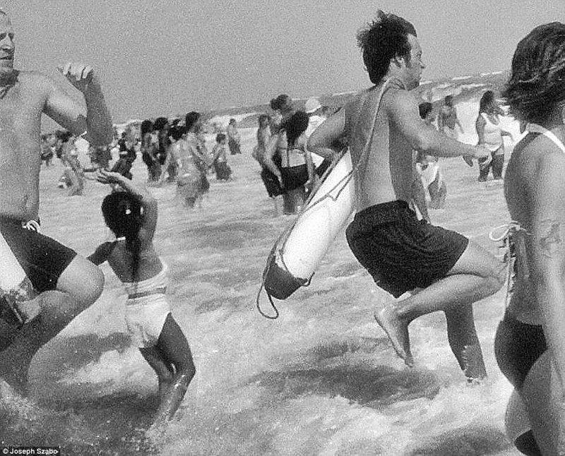 Сильные волны, толпа людей. Тут не расслабишься - постоянно что-то происходит команда, пляж, пляжные снимки, пляжные фото, пляжный патруль, спасатели, спасатель, фотопроект