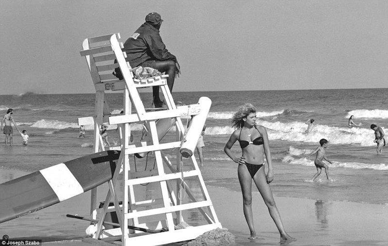 Один человек всегда дежурит на спасательной вышке и ни на что не отвлекается команда, пляж, пляжные снимки, пляжные фото, пляжный патруль, спасатели, спасатель, фотопроект
