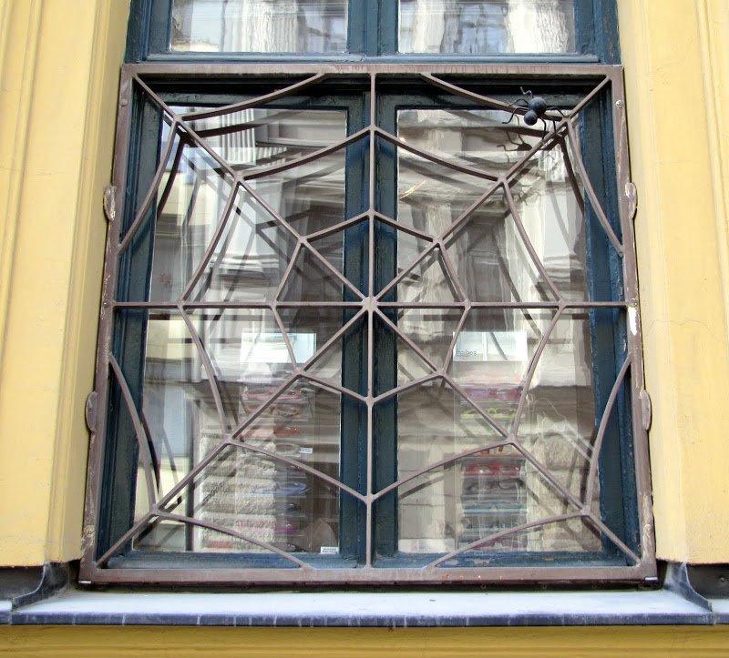 1. Наверное, тут живет человек-паук безопасность, дизайн, интересно, квартира, оригиналы, решетки, решетки на окна, фото