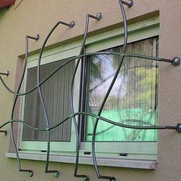 2. Ради красоты это здесь установили? Потому что пролезть-то можно безопасность, дизайн, интересно, квартира, оригиналы, решетки, решетки на окна, фото