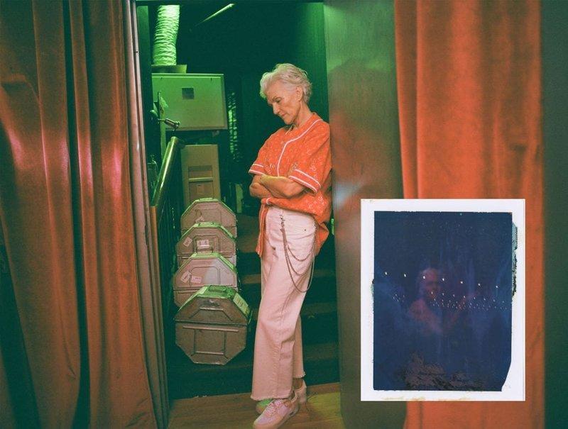Она снялась в несколько провокационной фотосессии, облачившись в наряды, присущие современной молодёжи возраст, мама, модель, фотосессия