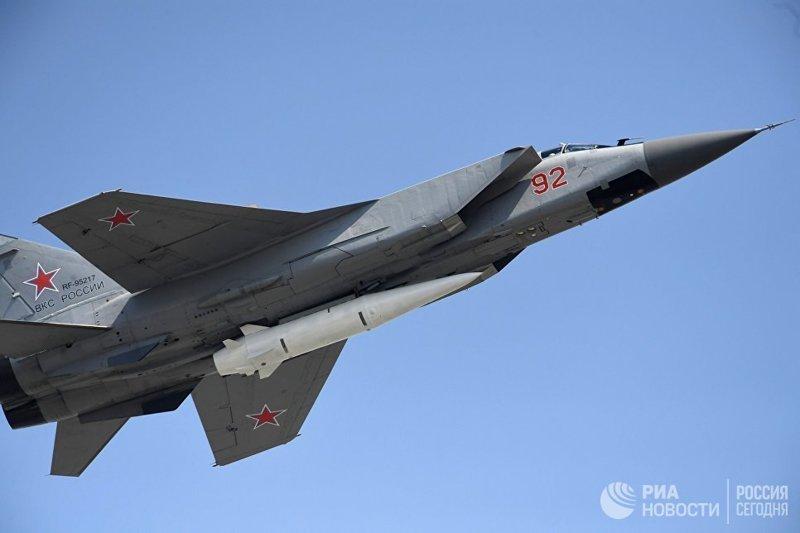 """Десять МиГ-31 с ракетами """"Кинжал"""" уже стоят на опытно-боевом дежурстве оружие, ракеты, факты"""