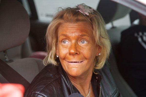 Красотка хотела получить смуглое лицо, а получила... автозагар, загар, кожа, люди, умора, фейл, цвет, юмор