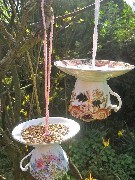 1. Из треснувших или разбитых тарелок и чашек можно сделать кормушки и поилки для птиц вторая жизнь старых вещей, идеи, интересно, на все руки мастер, поделки, своими руками