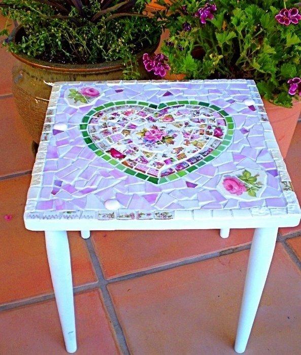 15. преобразить стол с помощью мозаики из битой посуды вторая жизнь старых вещей, идеи, интересно, на все руки мастер, поделки, своими руками