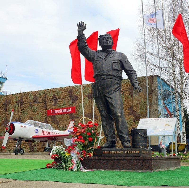 Под Ярославлем открыли памятник авиамеханику Макарычу из фильма «В бой идут одни старики» Алексей Смирнов, в бой идут одни старики, макарыч, памятник