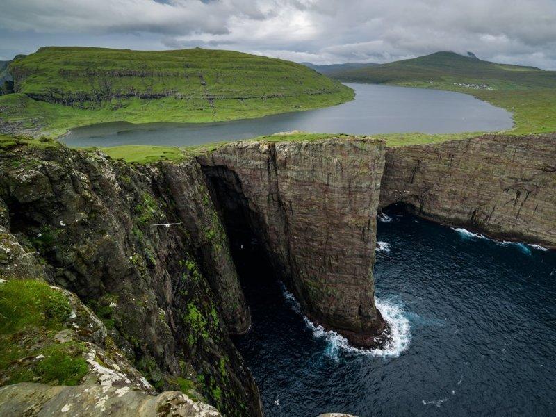Озеро Сервагсватн - Фарерские острова Весь Мир, иллюзии, интересно, необычно, оптические иллюзии, путешествия, удивительно, удивительное рядом