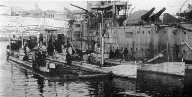 Подводные лодки «Карп», «Карась» и «Камбала» у борта плавбазы (Блокшив №-9, бывший броненосец «Двенадцать Апостолов») ynews, Севастополь, камбала, подводная лодка, субмарина