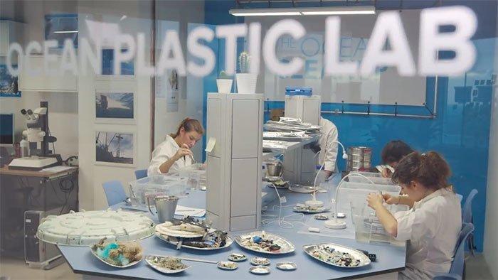 Исследователи опубликовали 530-страничный доклад о своем проекте Боян Слат, барьер, мир, мусор, океан, очистка, пластик, проект