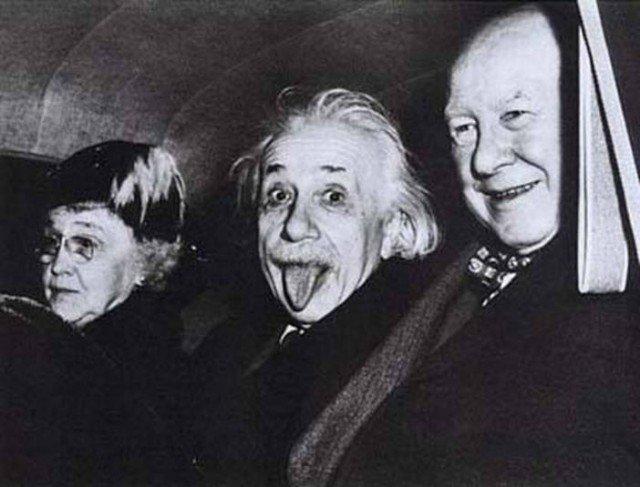 """Картинки по запросу """"Полная версия самой известной фотографии Альберта Эйнштейна. 1951 год."""""""""""