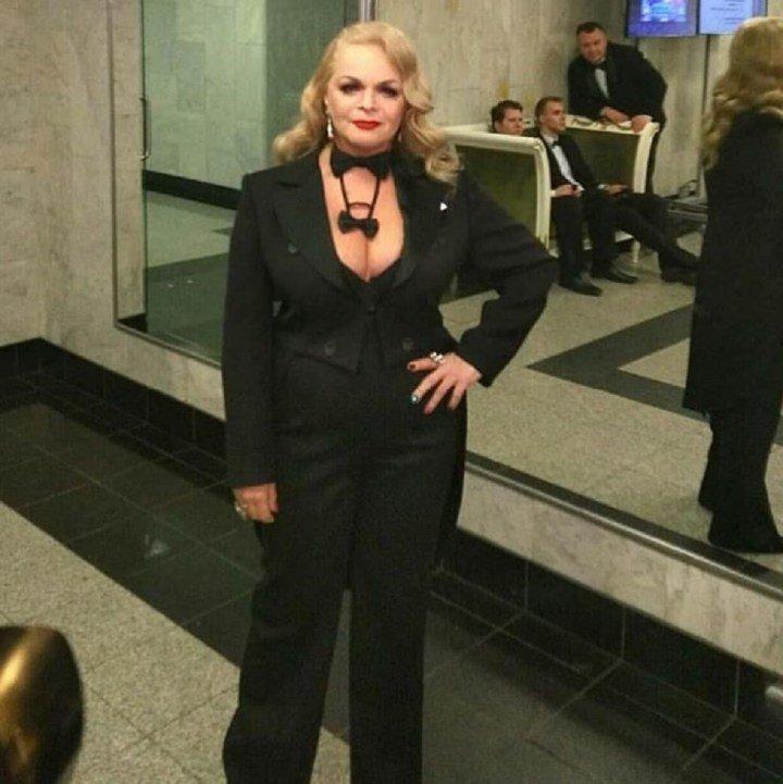А во она на выступлении в Кремле в этом году звезды, откровенные наряды, пожилые, старушки шоубиза, фото