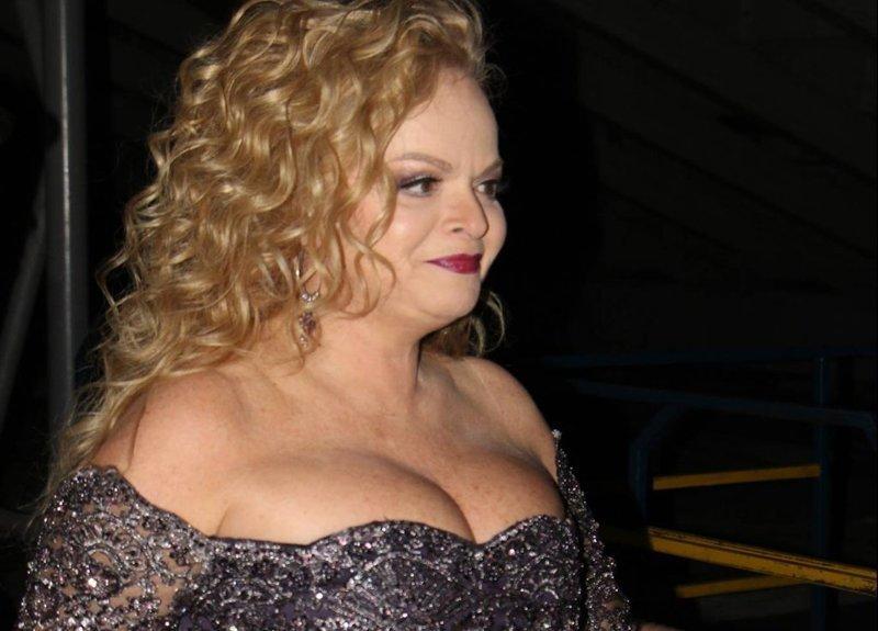 1. Ларисе Долиной 62, но она не спешит прикрыть грудь, многие предполагают, что певица недавно сделала пластику по ее увеличению звезды, откровенные наряды, пожилые, старушки шоубиза, фото