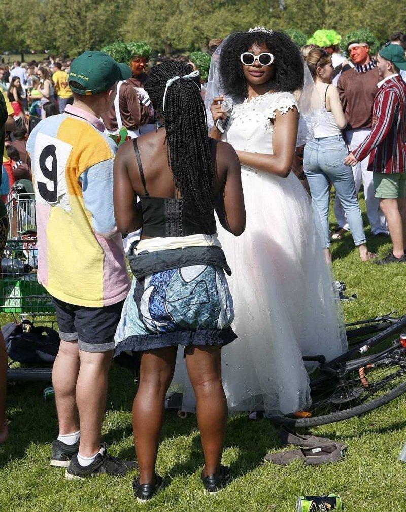 Без невест не обошлось  Кембриджский университет, великобритания, вечеринка, мир, пьянка, студент, фото