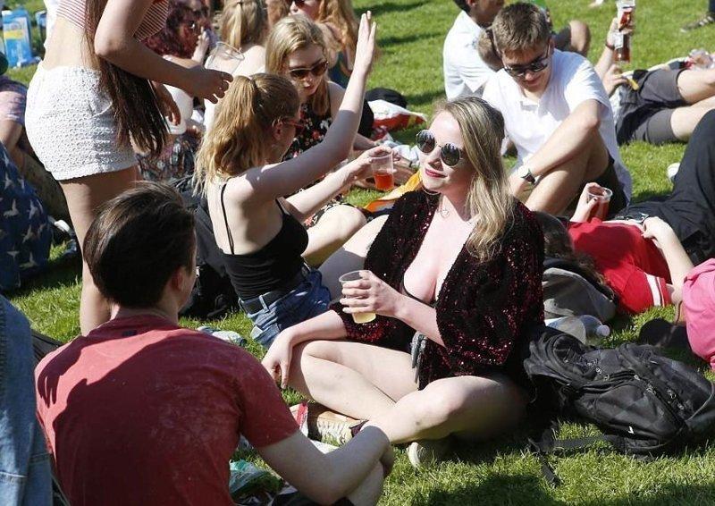 """Уже в июне после окончания сессии учащиеся соберутся на вечеринке """"Suicide Sunday"""" Кембриджский университет, великобритания, вечеринка, мир, пьянка, студент, фото"""