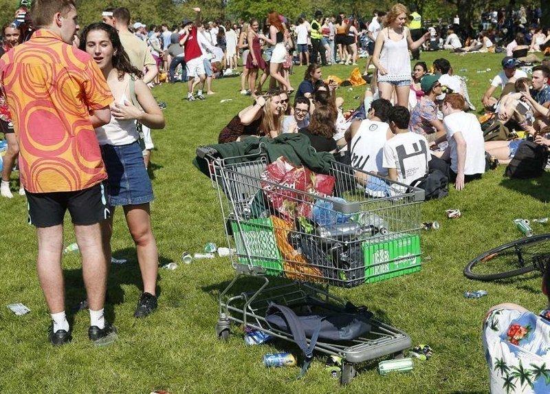 Отдых полным ходом  Кембриджский университет, великобритания, вечеринка, мир, пьянка, студент, фото