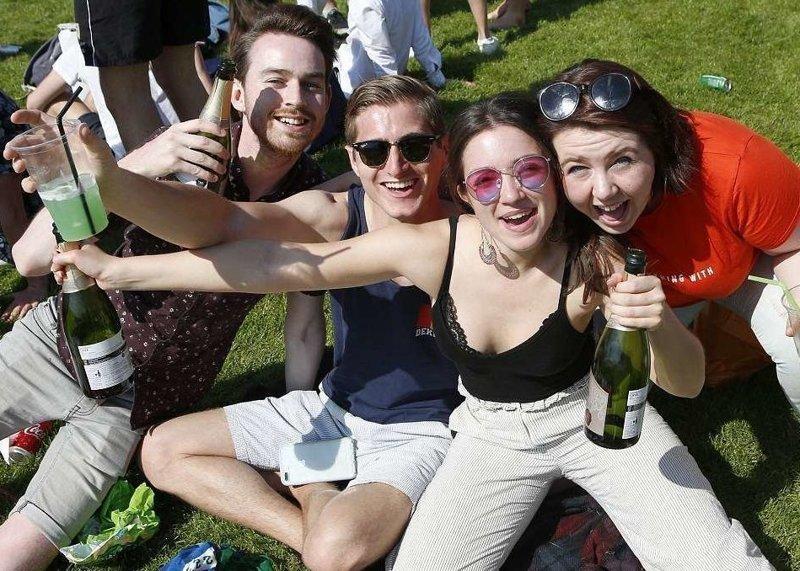 """""""Caesarian Sunday"""" - ежегодная пьянка студентов Кембриджского университета перед летней сессией  Кембриджский университет, великобритания, вечеринка, мир, пьянка, студент, фото"""