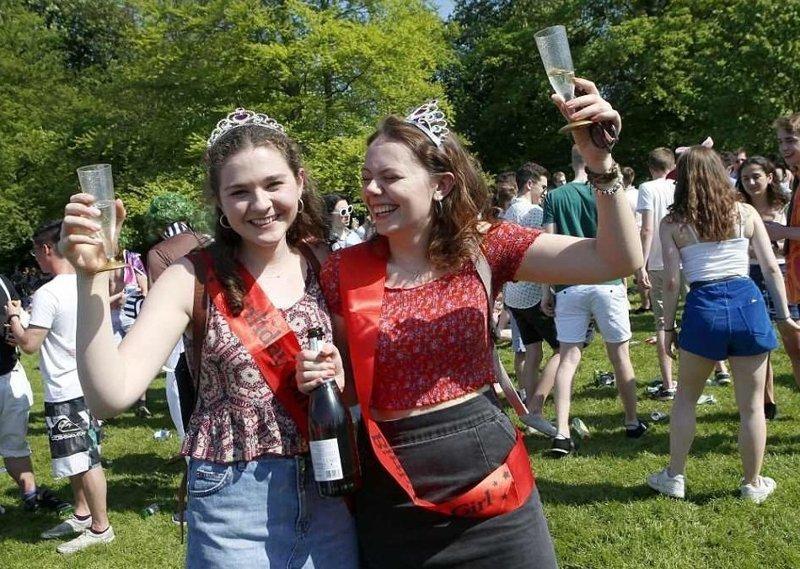 Принцессы предпочитают шампанское  Кембриджский университет, великобритания, вечеринка, мир, пьянка, студент, фото