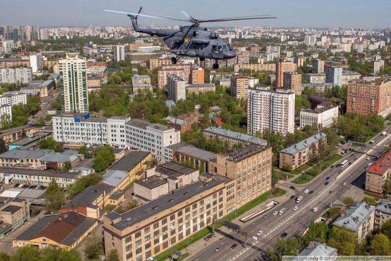Что видит пилот вертолёта пролетая над Москвой 9 мая!!! ми8, москва, парад победы