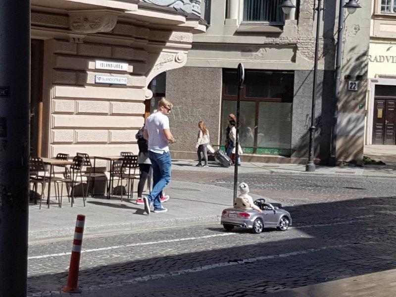 Ребенок за рулем день, животные, кадр, люди, мир, снимок, фото, фотоподборка