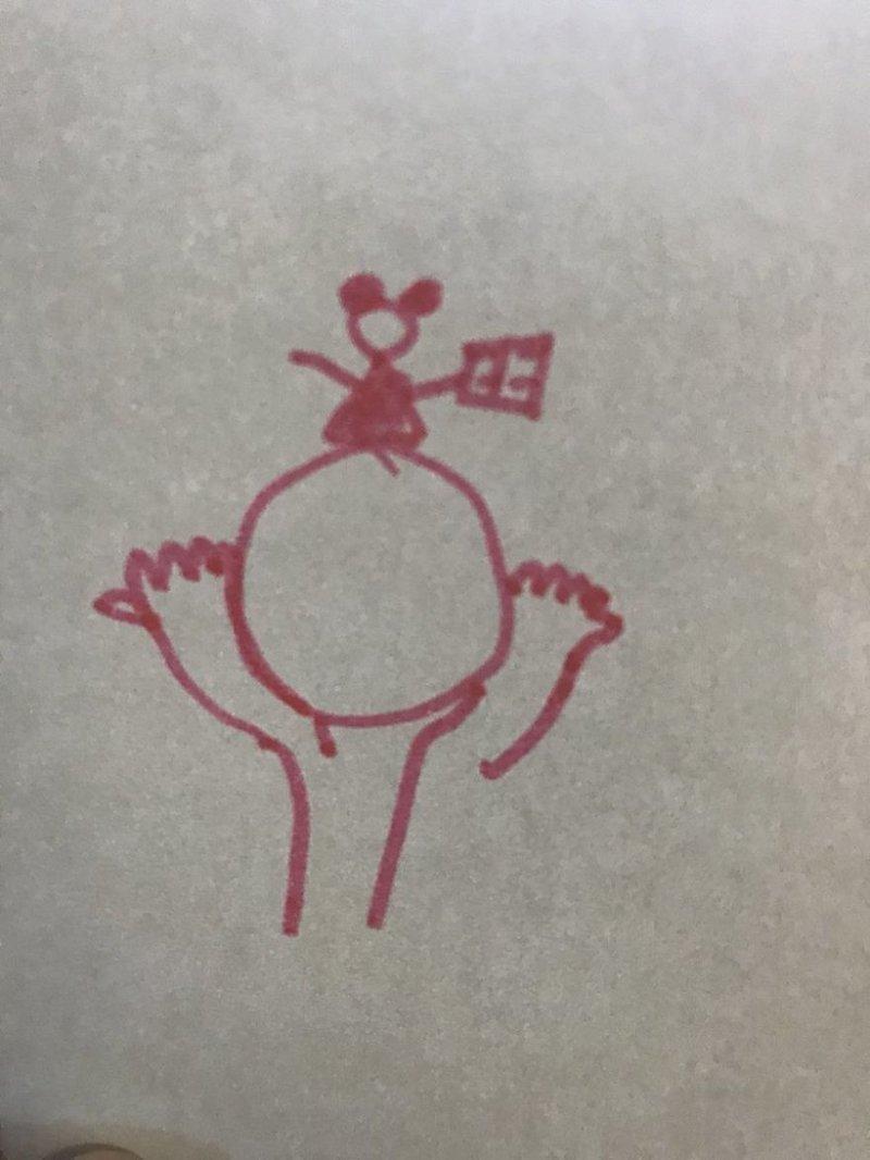 Девушка захотела сделать татуировку и пришла к мастеру с своим эскизом, который больше похож на каракули маленького ребёнка рисунок, тату, татуировка, эскиз, юмор