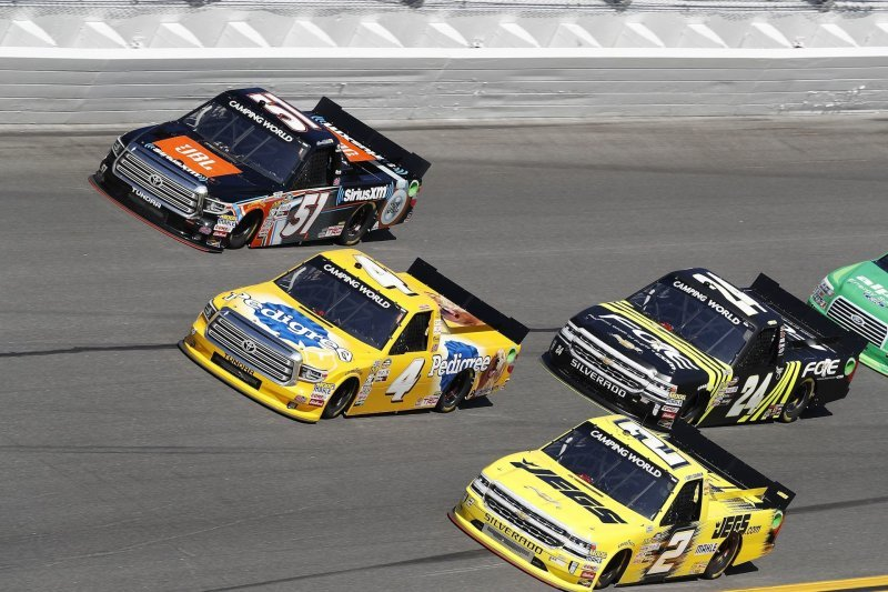 Camping World Truck Series: гонки пикапов