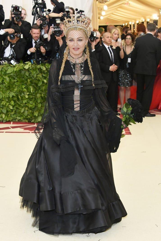 """Мадонне определенно удался """"католический"""" образ Met Gala, в мире, звезды, знаменитости, красная дорожка, мода, образы звезд, фото"""