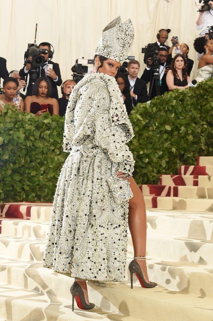 """""""Королевой бала"""" поклонники признали Рианну в образе папы римского Met Gala, в мире, звезды, знаменитости, красная дорожка, мода, образы звезд, фото"""