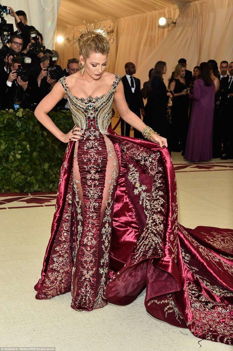 Шикарное платье Блейк Лайвли Met Gala, в мире, звезды, знаменитости, красная дорожка, мода, образы звезд, фото