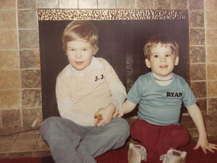 Райан (справа) со старшим братом актер, болезнь, звезды, знаменитости, истории, откровение, психические заболевания, психические расстройства