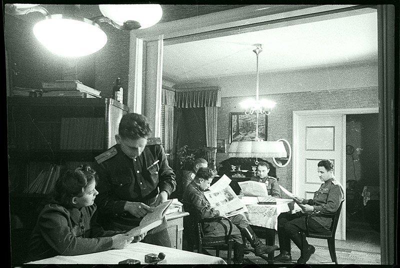 Бойцы на отдыхе. 2-й Белорусский фронт, 1944. Великая Отечественная  война, СССР, история