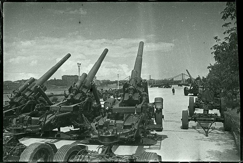 На выставке трофеев. Москва, 1945. Великая Отечественная  война, СССР, история