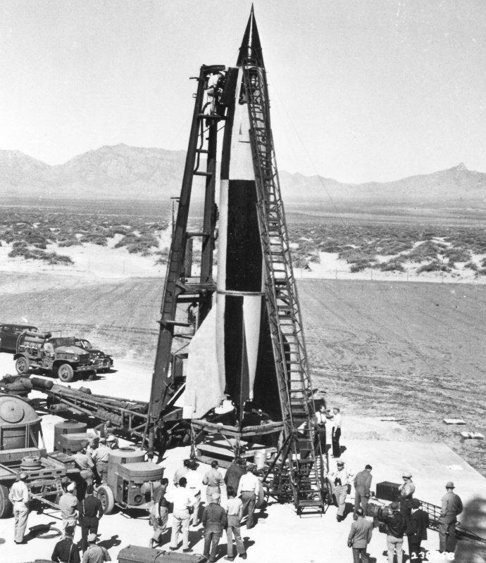 Немецкая баллистическая ракета «Фау-2», захваченная американцами в Германии перед испытательным пуском на полигоне Уайт-Сэндс, Нью-Мексико вов, военное, интересное, история, трофеи, фото