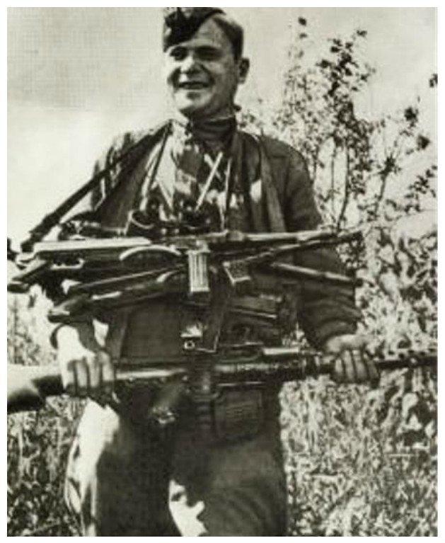 Советский солдат с трофейным оружием вов, военное, интересное, история, трофеи, фото