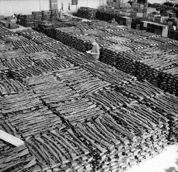 Трофейные немецкие винтовки Mauser 98k (основное и наиболее массовое стрелковое оружие вермахта), Норвегия, 1945 год вов, военное, интересное, история, трофеи, фото