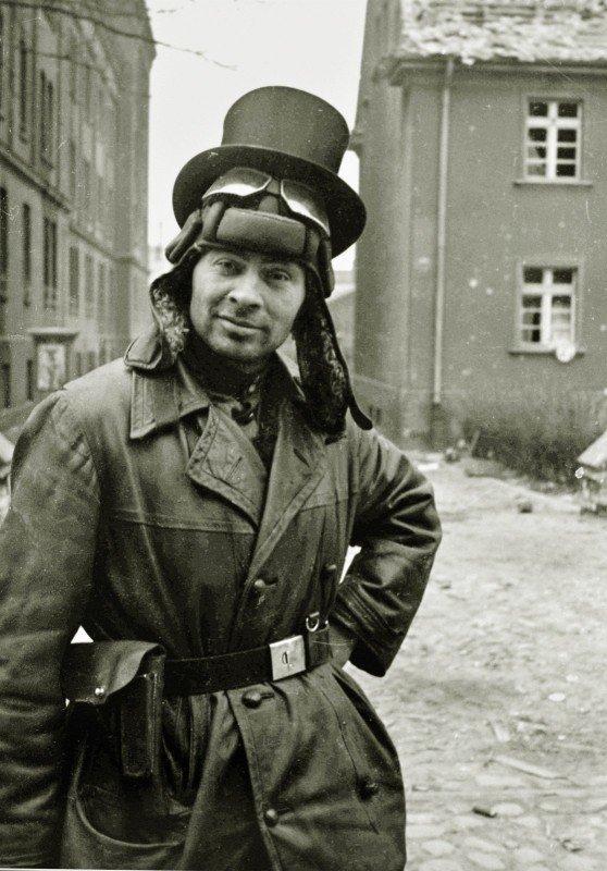 Советский офицер-танкист в цилиндре. Германия, 1945 г. вов, военное, интересное, история, трофеи, фото