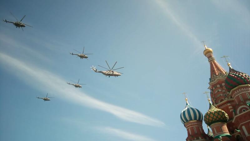 Ми-6 в сопровождении Ми-8 авиация, парад победы, танки, техника