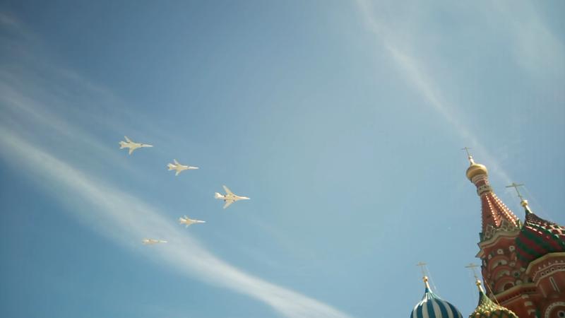 Ту-160 в сопровождении Ту-22 авиация, парад победы, танки, техника