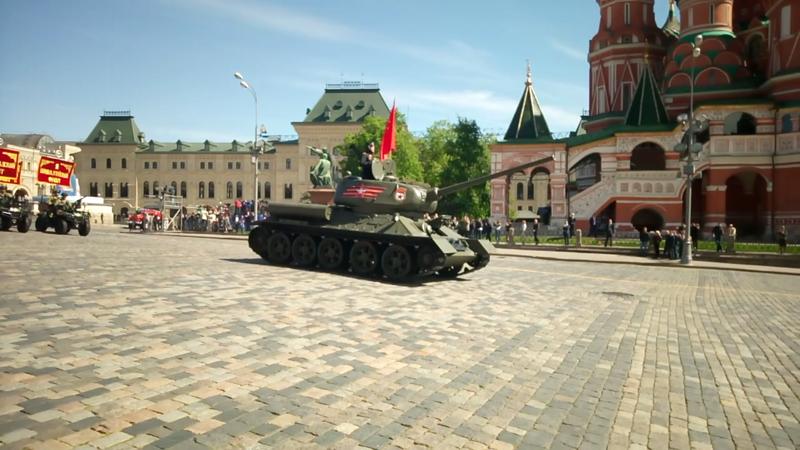 Открывает Парад старичок Т-34! авиация, парад победы, танки, техника