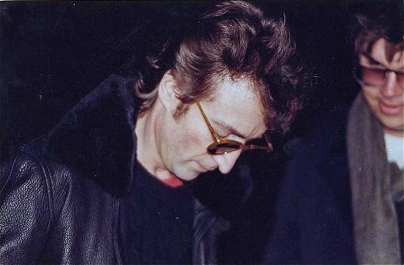2. Джон Леннон и его убийца истории, смерть, фотографии